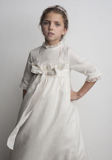 Vestido de Comunión para niñas de Labube. http://www.guiadelnino.com/en-familia/especial-primera-comunion/vestidos-de-primera-comunion-2015