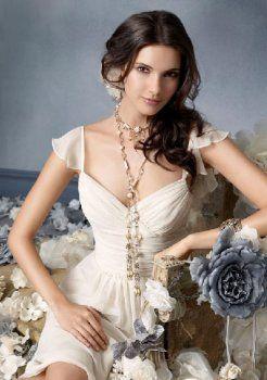 un joli endroit en ligne de v-cou au genou en mousseline de soie des robes du soir courtes charmeuse