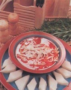Arabaşı Çorbası Malzemeler  Çorba için;  1 adet küçük tavuk ya da 2 adet tavuk göğüs eti 10 su bardağı su 30-50gr tereyağı (sadeyağ da kullanabilirsiniz) 4 yemek kaşığı un 2 yemek kaşığı domates salçası 1 tatlı kaşığı acı kırmızı biber Hamur için;  5 su bardağı tavuk suyu 1 su bardağı un 1 tatlı kaşığı tuz devamı ...