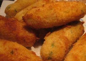 Crocchè di patate bimby bimby ... Perchè non appena hai finito di friggerli non puoi fare a meno di addentarli, sarà la forma, il profumo, il colore, il calore, io non lo so… so solo che so tropppp buoni