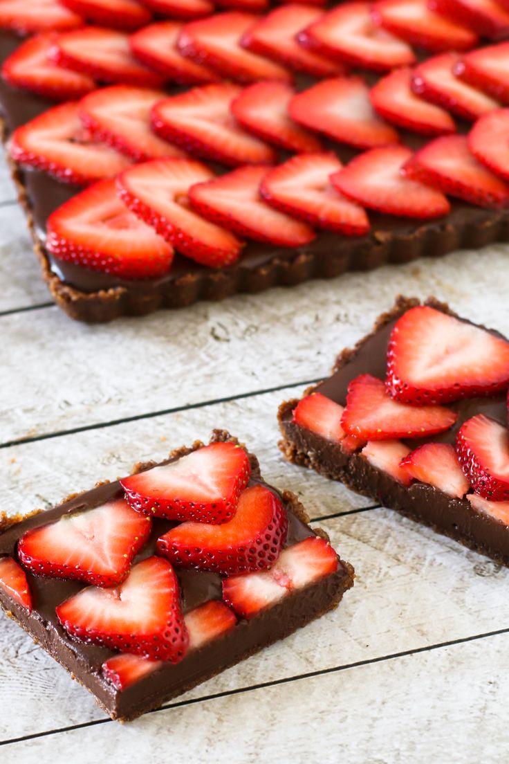 Gluten Free Vegan No-Bake Strawberry Chocolate Tart. Cookie crust and the creamiest dark chocolate ganache, topped with sliced juicy strawberries!
