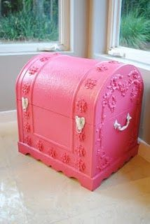toy chest - the girls Oma gave them a bigger chest like this  (not pink yet!) but I think I will make paint it pink like this and use it as a toy box in their room!!