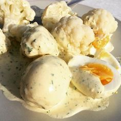 Senfeier: 10g Butter, 80g Creme Fraîche, 60g Frischkäse, 50g Senf in Topf verrühren und erwärmen