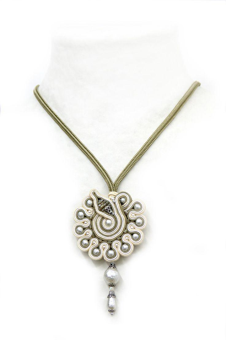 necklaces : White