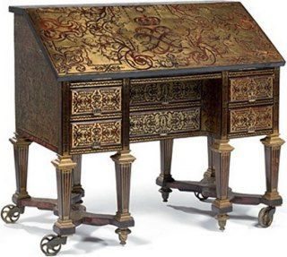 Bureau livré en 1685 pour Louis XIV provenant du Petit Cabinet du roi à Versailles
