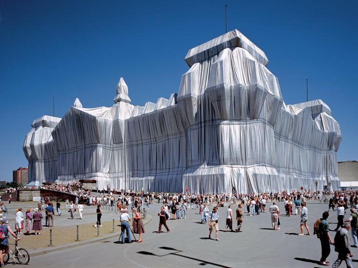 Christo and Jeanne-Claude  Wrapped Reichstag, Berlin, 1971-95  Photo: Wolfgang Volz  © 1995 Christo