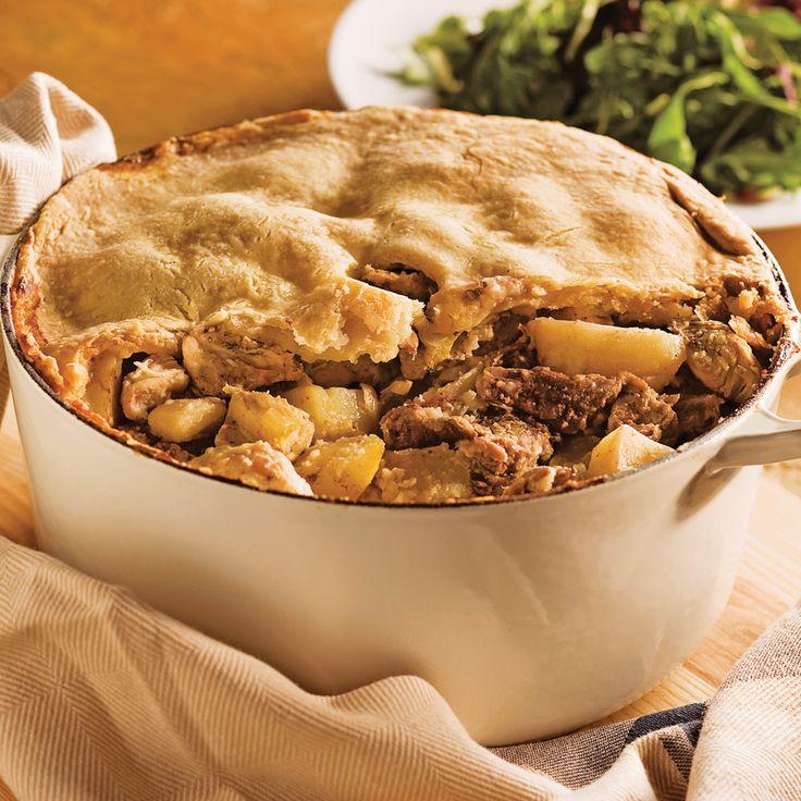 Ah, le charme authentique des plats mijotés du terroir! «Cipaille», «cipâte» ou «six-pâtes» désignent un seul et même plat. Dans cette version, le bœuf, le veau et le poulet forment un trio succulent qui plaira aux amateurs de bonne chère. Cuisson à la mijoteuse: Commencez la préparation selon la méthode présentée ci-dessous. Au moment de faire cuire, déposez dans la mijoteuse un étage de pommes de terre, un étage de viandes et couvrez d'une couche de pâte. Répétez...