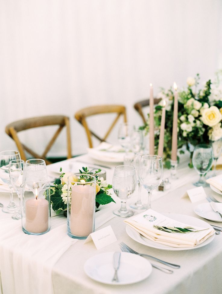 ivory and pale blush classic tablescape | Photography: Luna de Mare
