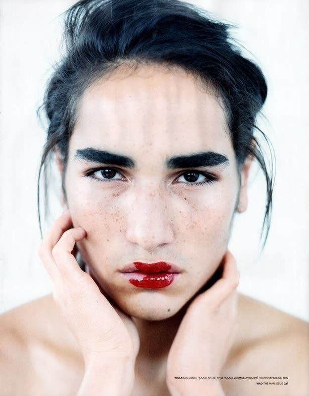 10 Stunningly Simple Tutorials For The Best Eye Makeup: 8 Stunningly Beautiful Androgynous Models