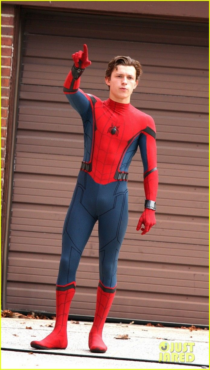 tom holland looks buff while filming spiderman in nyc01515mytext