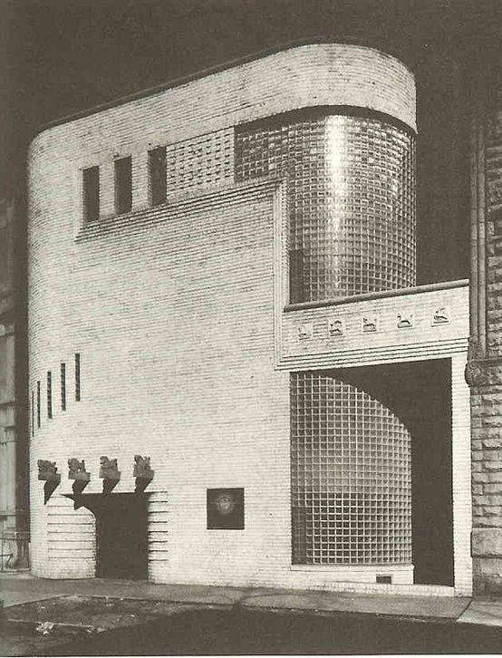 Frank Fisher Apartments, Chicago, by architect Andrew Rebori, 1939.