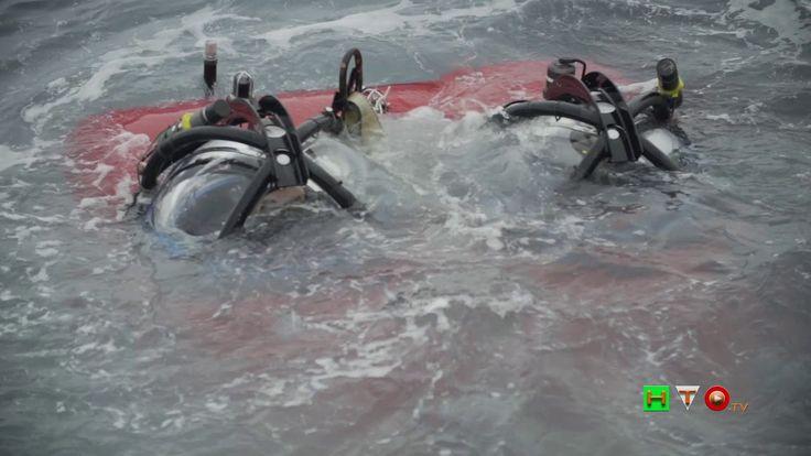 Il premio Oscar Javier Bardem a bordo di un sottomarino di GREENPEACE in...