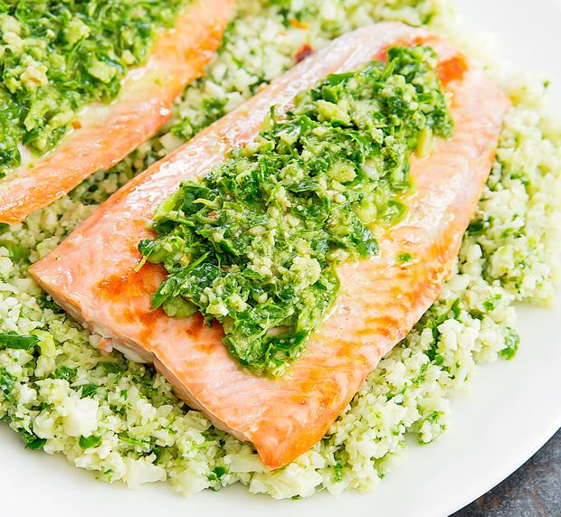 This easy and flavorful pesto cauliflower rice dish makes the perfect low-carb side. You can eat it with salmon, shrimp, chicken and more. I whipped up somekale basil pesto but you can use ready-made pesto or make your own. I am currently in love with this pesto cauliflower rice. It's so flavorful, green and easy– …