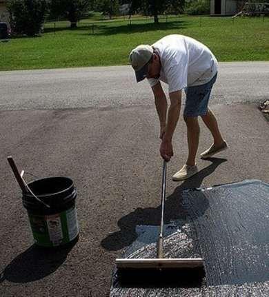 Emulsified Asphalt As Concrete Wall Crack Sealer