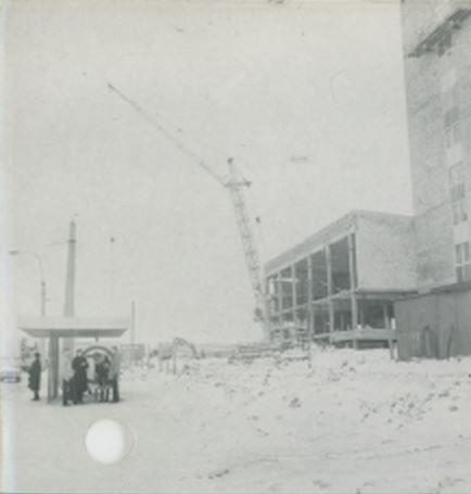 ul. Zana, przystanek MPK i ZUS w budowie, kierunek zachód, FEB 1983 źródło; Kurier Lubelski