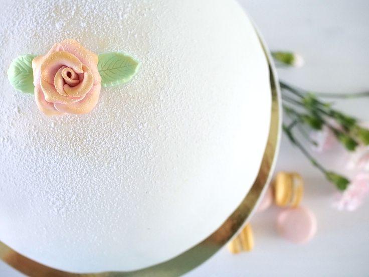 Prinsessakakku - White Marzipan Cake