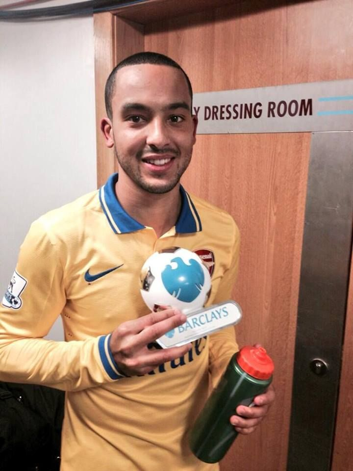 Walcott with Man of the Match Trophy After Victory vs West Ham 2013-2014.