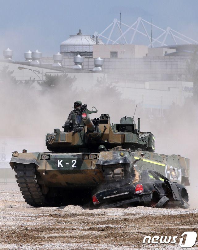 Heavy Metal Monster : The Centurion Tank : Best