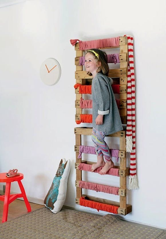 DIY Kid's Lad­der Tuto­r­ial avail­able from BoligLiv  These mounted pal­lets dou­ble as a play lad­der and stor­age space. If kids aren'...