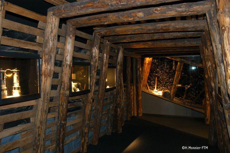 Le Musée de la Mine à la Machine ! Il regroupe des anciennes cartes, les anciens bureaux et les outils dont disposaient les mineurs de l'époque ! Une vraie plongée dans leur quotidien !