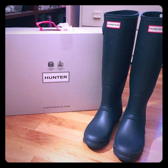 Original Tall HUNTER Boots Authentic Tall Hunter Boots Like NEW in boxCOLOR: DARK NAVY Size 8/ UK 6/ EU 39. In Original box! Worn once to work, then got another pair as a gift! Excellent LIKE  Condition! Purchased via Victoria Secret website! Style # WFT1000RMA Hunter Boots Shoes Winter & Rain Boots