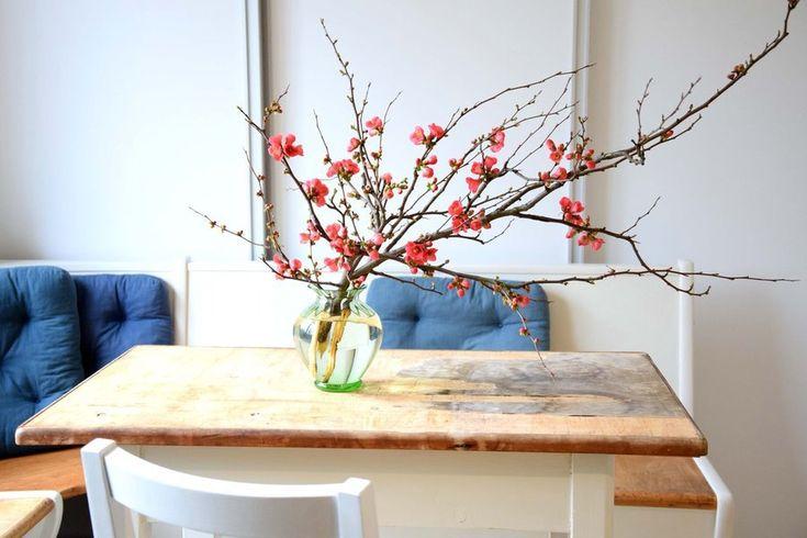Fröhlich in den Frühling: Der März auf SoLebIch | SoLebIch.de  #zierquitten #zweig #kitchen #table #design #vase #interior #details