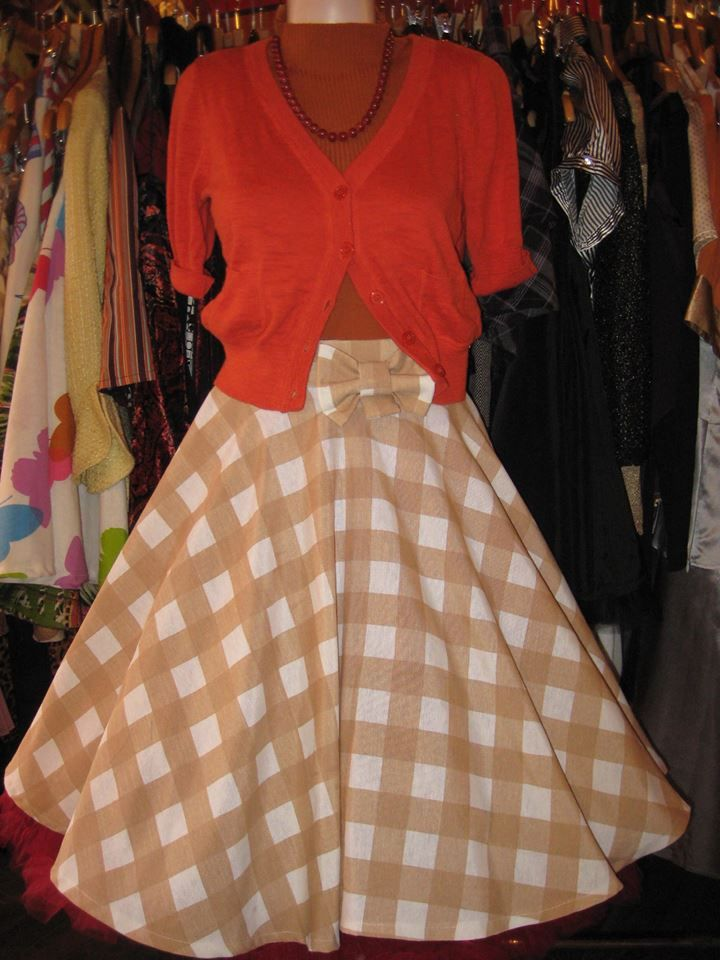 C'mon spread the love for @LolaLondonStyle ;-) #Circle #skirt