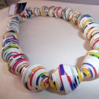 Gioielli realizzati da Scatole di Cereali, posta indesiderata, MAPPE e riviste: Recycled Cheerios box collana
