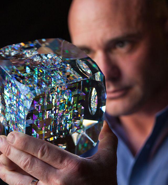 全米で「傑出したガラス職人」3人のうちのひとり ジャック・ストームス (Jack Storms) の作品が、果てしなく美しい  ガラス彫刻に幾何学を取り入れ、自然界の現象に数多く出現する「フィボナッチ数列」が形状やカットに使われている