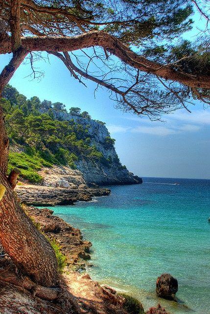 Cala Trebalúger, bahía natural que se encuentra en el suroeste de la isla de #Menorca (Islas Baleares)