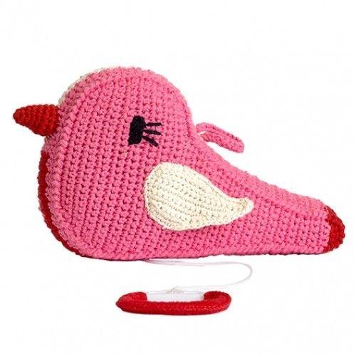 Mooi roze muziekdoosje in de vorm van een vogeltje van Anne-Claire Petit. Dit schattige vogeltje is roze met rood en zingt Brahm's Lullaby om je kindje snel in slaap te krijgen. Je kan het vogeltje eenvoudig ophangen met het lusje op haar rug. Dit mooie muziekdoosje staat prachtig op elke meisjeskamer.  Is het Anne-Claire Petit muziekdoosje een kraamcadeau? Wij pakken het gratis voor je in.