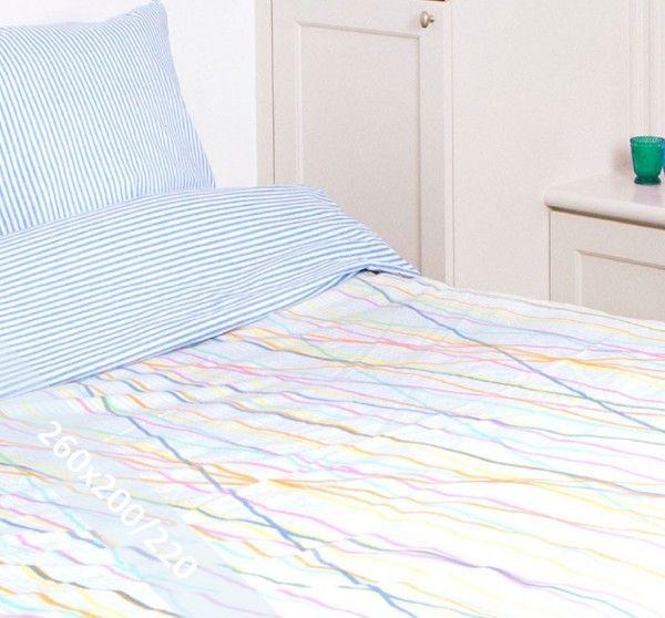 Romanette dekbedovertrek 'Steven' Multi. Een lits-jumeaux (260x200/220 cm) dekbedovertrek van 100% katoen met als basis een witte achtergrond met verticale strepen in een lichtblauwe tint afgedrukt. Daarop diverse gekleurde strepen.