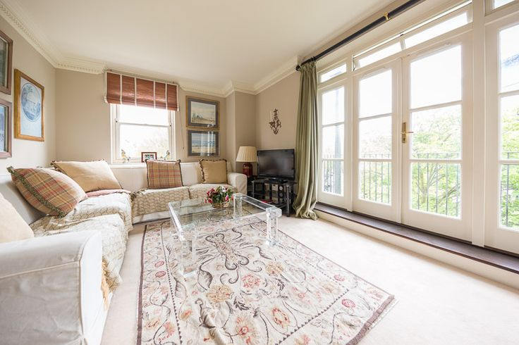 Two bedroom London vacation rental in Holland Park, close to Westfield Shopping Centre, and Holland Park itself.  Perfect for families, couples and corporate travellers.