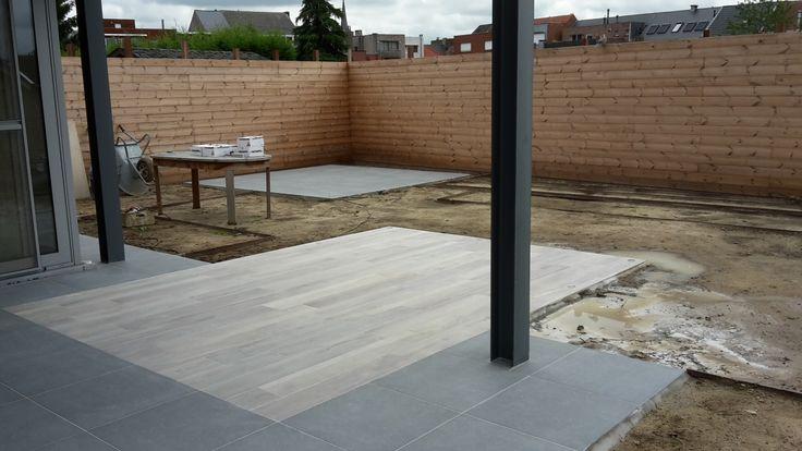 Terras in keramische tegels met houtlook tuin in for Zwembad houtlook