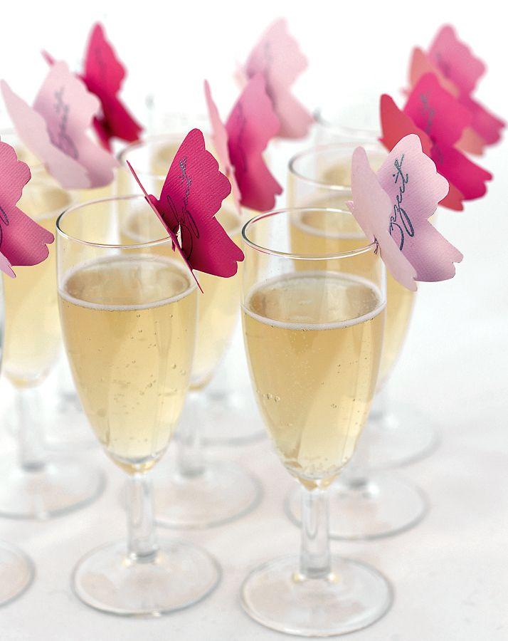 Bowle mit Papierschmetterlingen - Empfangen Sie Ihre Gäste mit einer leichten Bowle oder einem alkoholfreien Punsch. Verziert wird der Begrüßungstrunk mit einem Papierschmetterling, dem Sie mit einem Stempel Ihre individuelle Gestaltung geben können.