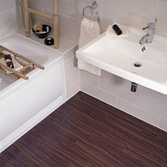 Badkamer met houtnerf PVC-tegels