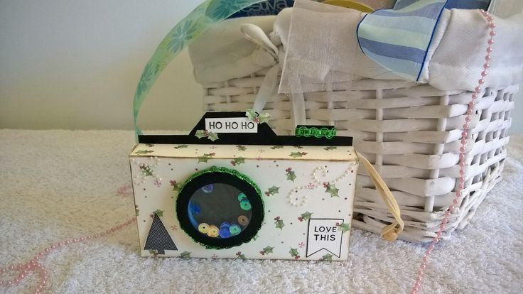 I made this Shaker gift box using the Sizzix camera die