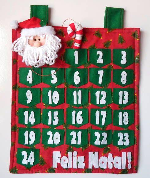 Calendário de Natal confeccionado em feltro e tecido 100% algodão. Com casinha para marcar os dias, Papai Noel e um Feliz Natal!  Pode haver variação de estampas e cores. Com dimensões de 40cmX35cm.  ***Não acompanha bastão para pendurar R$ 100,00