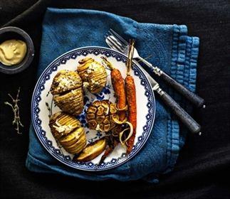 Geroosterde aardappelen met knoflook en wortel