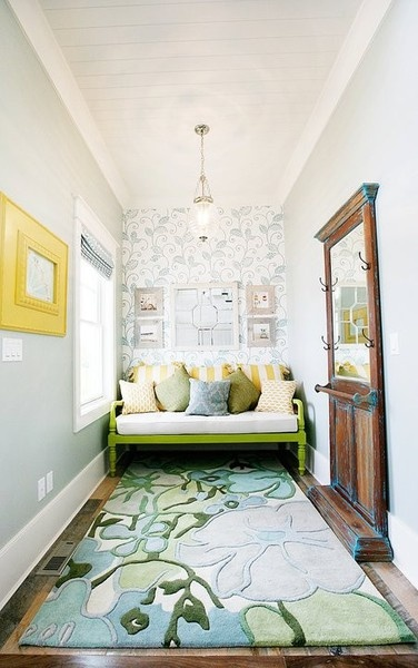 conservatory - in reverse...? sofa and wall art + rug?