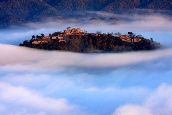 雲海に浮かぶ幻想的な日本のマチピチュ『竹田城跡』