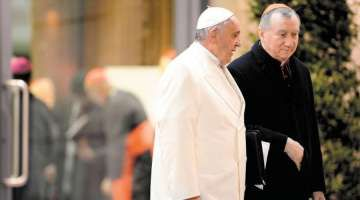 Cardenal Parolin explorará posible visita del Papa a Rusia en encuentro con Putin 17/08/2017 - 05:35 am .- El Cardenal Pietro Parolin, secretario de Estado del Vaticano, explorará la posibilidad de una visita del Papa Francisco a Rusia en la reunión que mantendrá con el Presidente Vladimir Putin en el viaje que realizará a Moscú del 20 al 24 de agosto.
