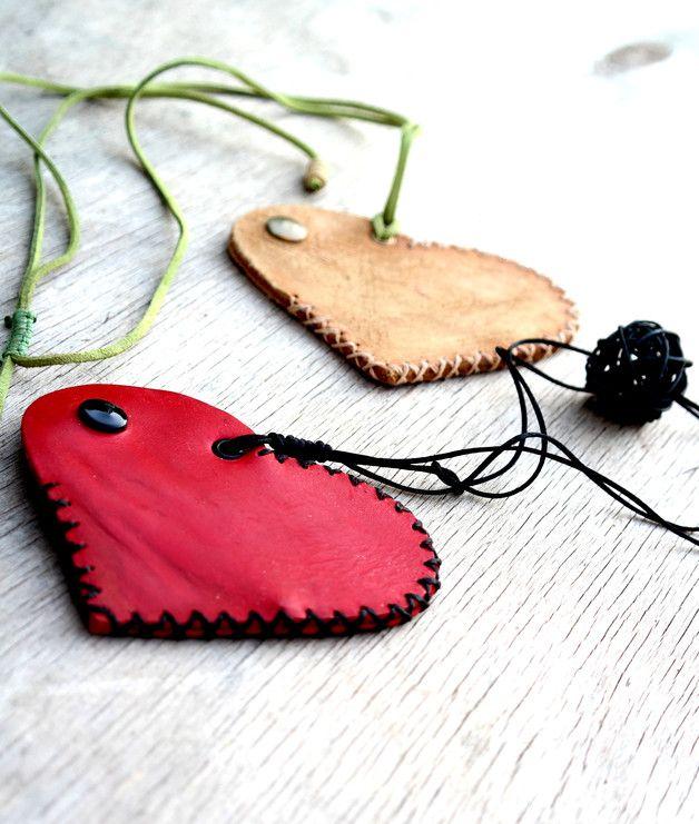 http://en.dawanda.com/product/102906887-scratched-heart-necklace-wallet