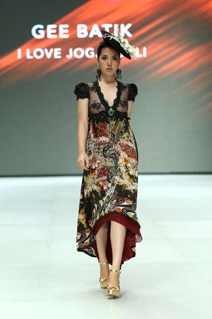 Gee Batik (www.indonesiafashionweek.com)
