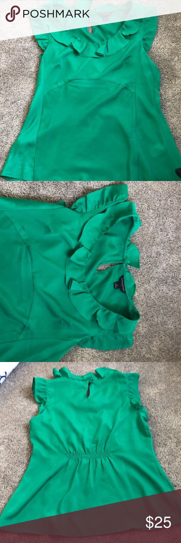 Banana Republic Green flutter sleeve top M Super flattering seems on front. Middle is flowy, with ruffled sleeves and neckline. Perfect for work, or can be dressed with for a fun night out. Deep emerald green color. Banana Republic Tops Blouses