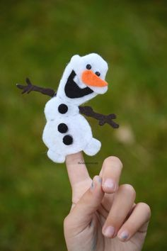 ADORABLE!  Frozen Finger Puppets