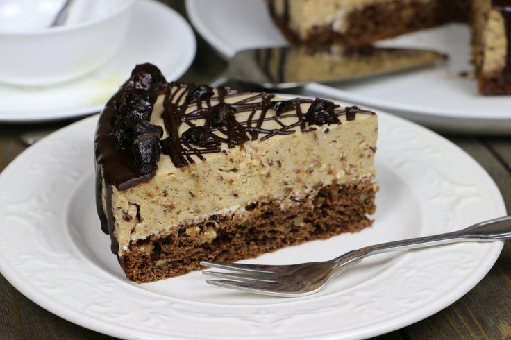 Замечательный низкокалорийный торт мусс с черносливом и грецкими орехами. Попробуйте приготовить!