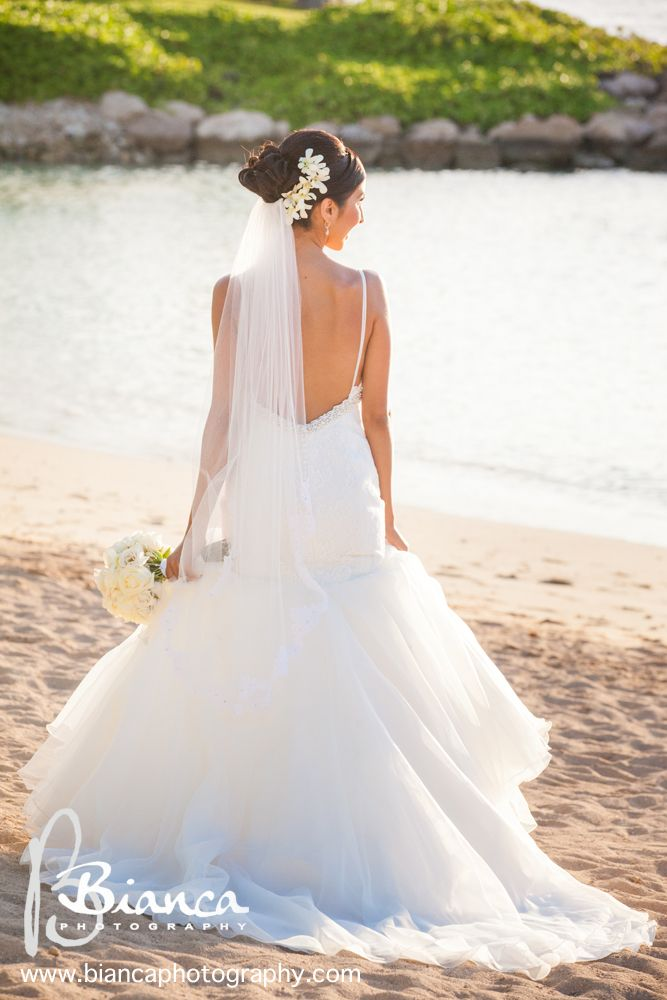 A floral veil is the perfect way to accessorize for a wedding in Aulani #Hawaii #beach #wedding