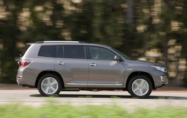 Cool Toyota Highlander 2017: Want the 2013 Toyota Highlander Hybrid? We don't blame you! This awesome   SUV i...