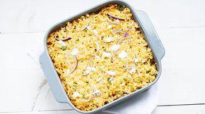 Gyros ovenschotel met gyros, paprika, champignons, tomatenblokjes, gyroskruiden knoflook, tzaziki en rosti. Heel erg makkelijk en lekker diner.